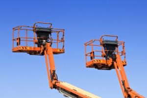 Urządzenia BHP służące poprawie bezpieczeństwa pracy na wysokości (podesty, platformy, podnośniki)